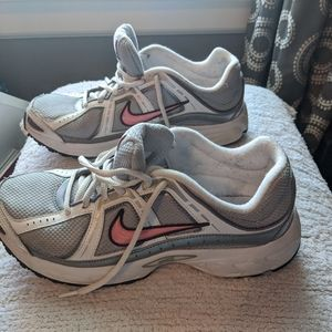 Gently Used Nike Compete 2 Athletic Shoes